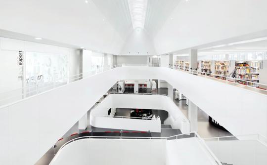 Centre Cultural Teresa Pàmies. Mostra d'Arquitectura de Barcelona. Arquitectes: Víctor Rahola i Jorge Vidal. Foto: © José Hevia